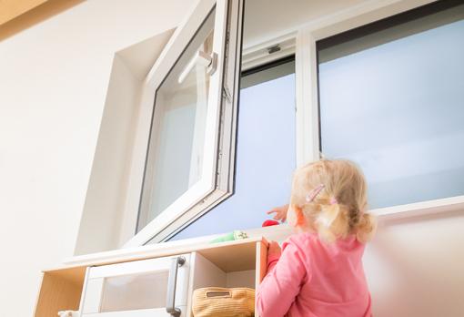 ISISAFE offenes Fenster und Kind